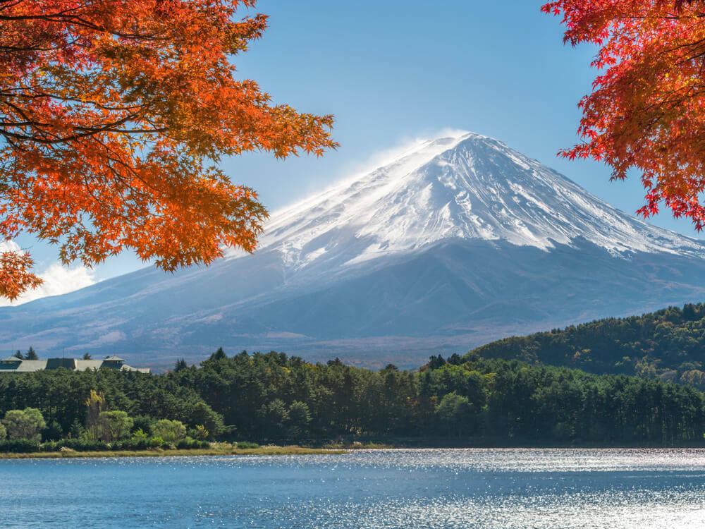 必ず撮りたくなる!秋の富士山周辺のフォトジェニックな紅葉 ...